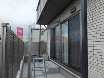 東広島市黒瀬町 Aアパート テラス・フェンス施工例1